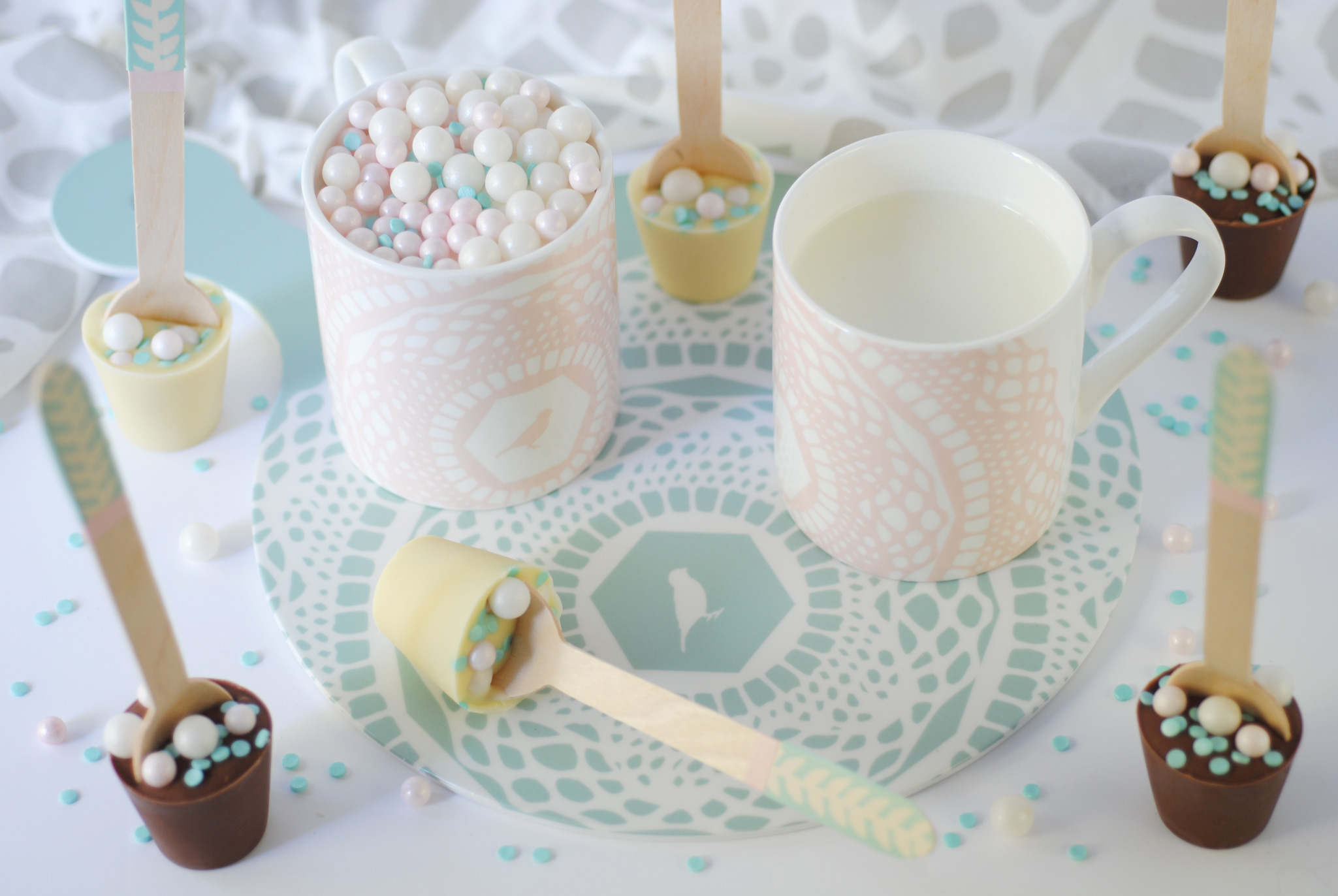 DIY Hot chocolate spoons with Mug filled with sugar balls and candy confetti